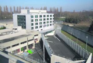 cour prison Champ-Dollon