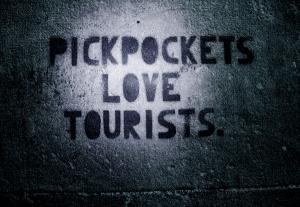 pickpocket love tourists