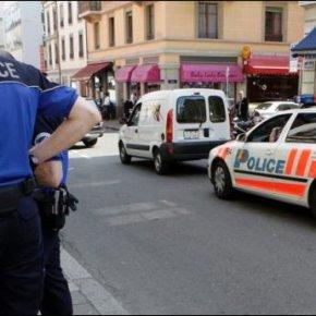 Un Guinéen confond une voiture de police avec un taxi et urine abondamment encellule