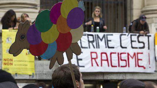 banderole racisme crime manif