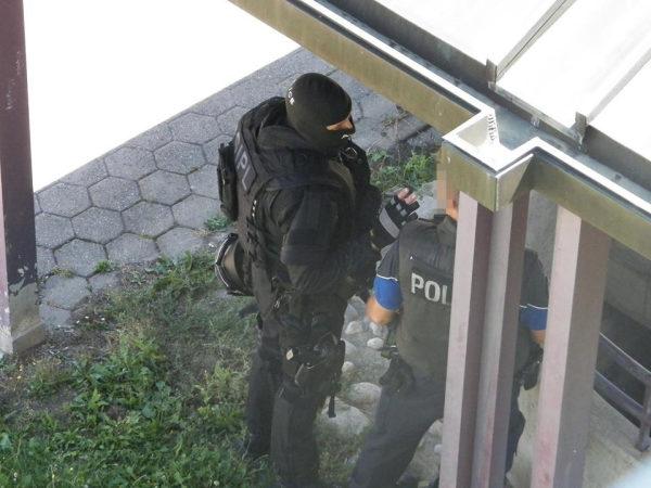 Le Groupe d'intervention, unité d'élite de la police lausannoise, est sur place.