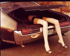 cadavre voiture jambes femme