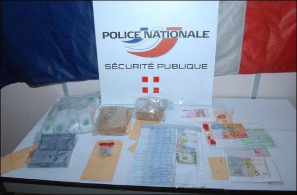 690 grammes d'héroïne ont été saisis en deux opérations. (photo: Police Annemasse)