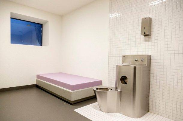 Une cellule disciplinaire du nouveau centre en milieu fermé pour les jeunes délinquants à Uitikon. Une place dans ce centre coûte 17'000 francs par mois.