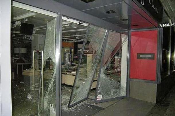 Une autre série de cambriolages contre les magasins Manor a eu lieu cette année en Suisse alémanique. Même si le mode opératoire ressemble à celui de la bande roumaine arrêtée dans le canton de Vaud, la police n'a pas établi de liens évidents.