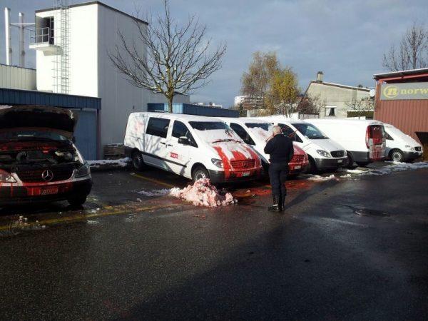 voiture camionnette evam vandalisme lausanne peinture rouge