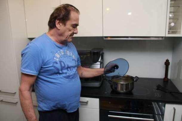 vieux suisse domicile cuisine casserole