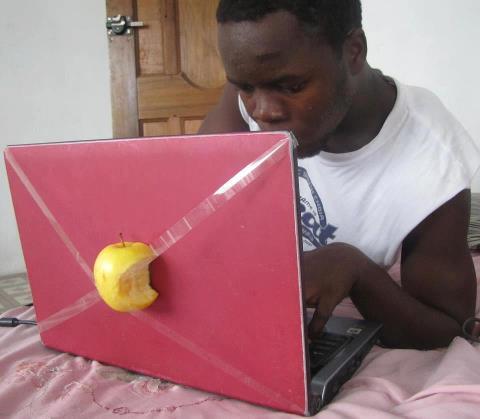ordinateur apple en afrique black internet