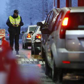 Un couple de Roumains force la frontière et traîne un agent sur 250mètres
