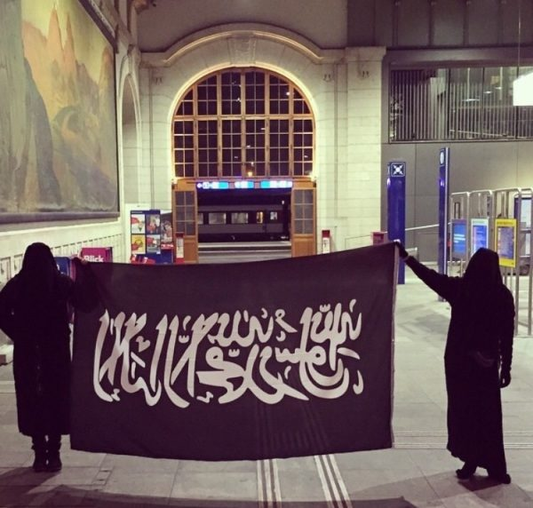 femme voilée islam bâle rue